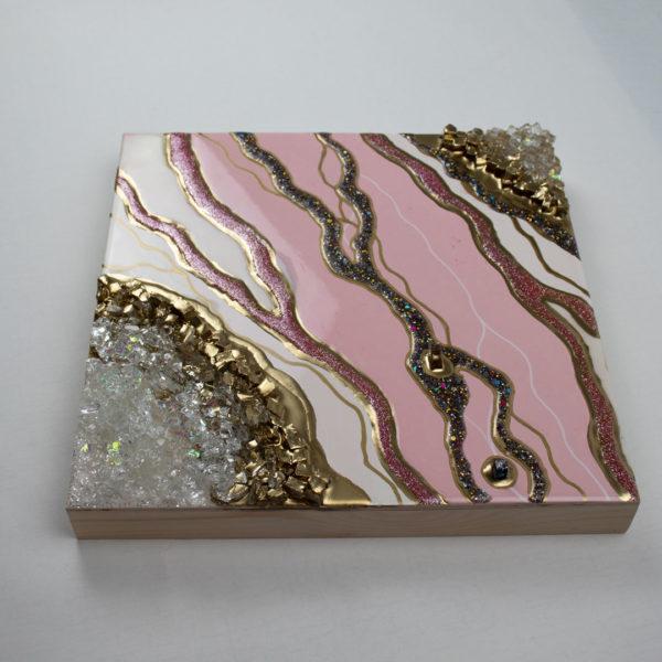 Картина срез камня розовая купить для интерьера из эпоксидной смолы