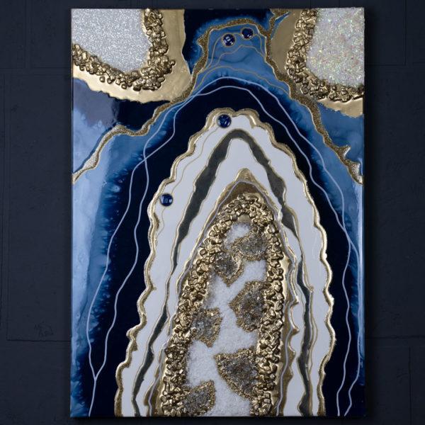 Картина эпоксидной смолы, декоративных камней и глиттера