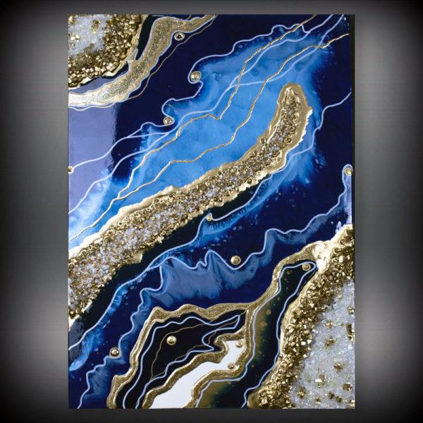 Красивая синяя картина с камнями и золотом