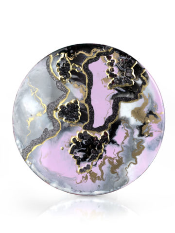 Картина из эпоксидной смолы с золотом и камнями.